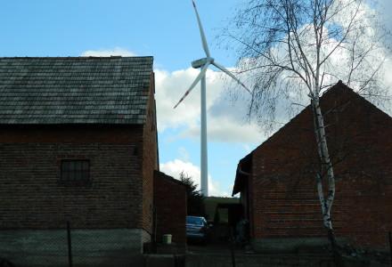 PiS: Powstrzymać dziką rozbudowę farm wiatrowych