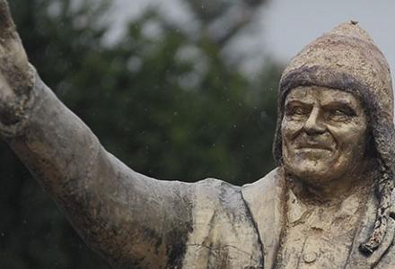 Donald Tusk doczekał się już pomnika….
