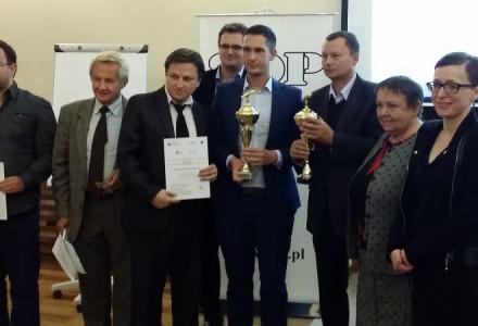 """Wydawca """"Naszego Garbowa"""" z nagrodą główną Stowarzyszenia Dziennikarzy Polskich -gratulujemy!"""