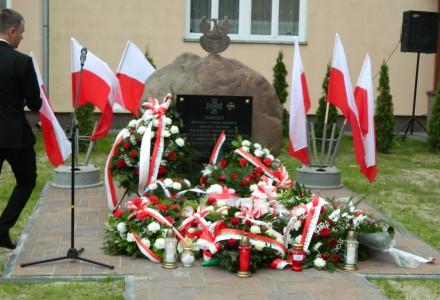 Pamięci Poległych Legionistów… – Fotorelacja z odsłonięcia pomnika w Samoklęskach  – 6.X.2015