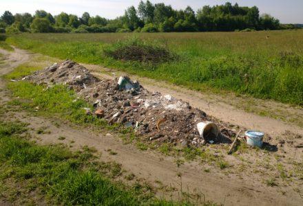 W domu remont?….a śmieci na drogę za Abramów !!!