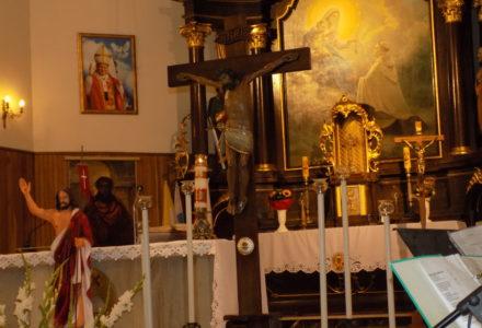 Relikwie Drzewa Krzyża Świętego w parafii Abramów do soboty 20 maja.