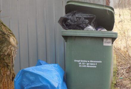 Abramów – śmieci, gorący temat tej zimy. Co dalej? –  odpowiedź wójta.